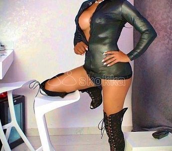 BRENDA XL REAL TS DOMINATRIX WITH 8 INCHES DICK
